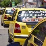 Taxistas marcharon contra competencia de las App móviles
