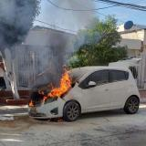 En video   Vehículo particular se incendia en Nueva Granada