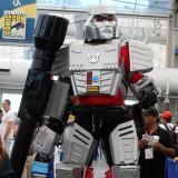 Un personaje de la película 'Transformer' en una sala durante el Comic-Con International de 2016.