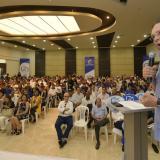 El senador Efraín Cepeda durante su intervención en el evento.
