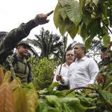 Duque inspecciona una zona de erradicación de cultivos en Nariño.