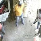 En video | Iban a robar, se les dispara el arma y salen corriendo