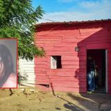 En la terraza de esta casa fue atacada la mujer (en la foto) y su hija de dos meses de nacida.