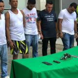 En video   Roban en un local de celulares, se esconden en un parqueadero y la Policía los captura