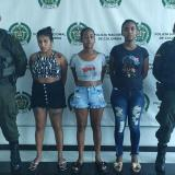 Las tres presuntas integrantes de la banda delincuencial 'Los Nuevos Costeños'.