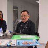 Monseñor José Clavijo explicas obre el seminario.