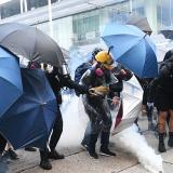 Manifestantes y activistas denominados prodemocracia en las calles de Hong Kong.