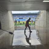 Ayer seguía la evacuación de agua al interior del estadio Sierra Nevada, previo al partido Junior-Unión.