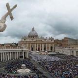 """Escándalo en el Vaticano por transacciones """"ilegales"""" en compras inmobiliarias"""