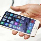 """Un ruso demanda a Apple por """"empujarlo"""" a ser homosexual"""