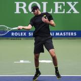 Djokovic no da opción a Shapovalov y Bautista avanza en Shanghái