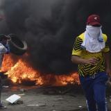En video   Manifestantes saquean edificio público en violenta protesta en Quito