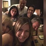 Jennifer Aniston junto a sus excompañeros de la exitosa serie Friends.
