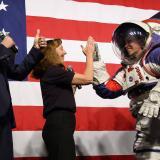 La Nasa presenta nuevos trajes espaciales más flexibles y de talle único