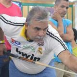El herido Héctor Quiroga jugando billar.