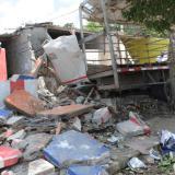 Camión de cerveza impacta contra tres casas en El Bosque: un menor herido