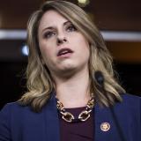 Una congresista de EEUU que dimitió por la publicación de fotos íntimas contraataca