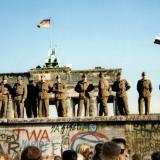 Policías custodiando el muro en 1989.