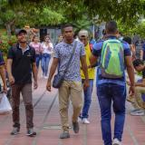 Un grupo de estudiantes caminan por la sede norte de la Universidad del Atlántico.