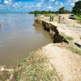 La imagen muestra los 150 metros del terraplén que las aguas del río han arrancado a la altura de la Bonga, en Salamina.