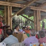 Un líder interviene en la sesión informal del Congreso en Santander de Quilichao.