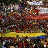 Universitarios piden a militares venezolanos cesar apoyo a Maduro
