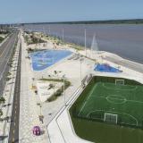 La foto aérea muestra una de las canchas que funcionarán en el nuevo tramo del Malecón.