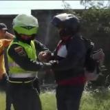 En video | Oficial de la Policía involucrado en incidente durante marchas en Barranquilla