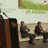 Presidente de la República, Iván Duque, en su intervención en Congreso de Fedegán-FNG. Atentos, presidente ejecutivo del gremio, Jose Félix Lafaurie, y Mindefensa, Carlos Holmes Trujillo.
