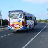 Vía la Cordialidad, a la altura del sector conocido como la ladrillera, donde se subió e delincuente al bus.