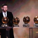 Messi exhibe los seis balones de oro que ha ganado en toda su carrera, superando los cinco de Cristiano.