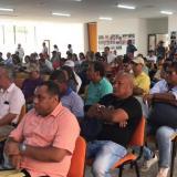 Docentes se reúnen en asamblea durante jornada de paro en Montería