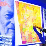 Monitor donde los visitantes podrán colorear una pintura digitalizada de Alejandro Obregón.