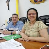 El presidente del Concejo, Juan José Vergara, junto a la secretaria de Hacienda, Emelith Barraza.