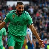 Benzema celebra el tanto que marcó.