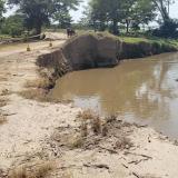 Amplían calzada en sitio de erosión en Salamina