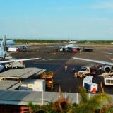 Aviones en una pista. Imagen de referencia.