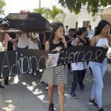 El sepelio de Adriana se cumplió este lunes en la tarde y sus familiares y allegados organizaron una caminata en Malambo pidiendo justicia por el caso.