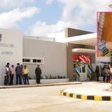El auxiliar de Policía Omar Yesid Mora García (recuadro) fue llevado al hospital de Juan de Acosta.