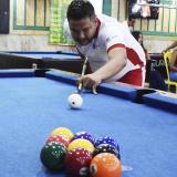El billarista barranquuillero Keny Castro, considerado como uno de los mejores de la ciudad y del país, entrenando en Billares Maracaná.
