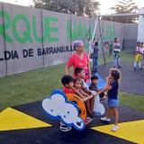 Los niños disfrutando de las zonas de recreación.
