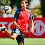 Matias Fernández entrenando con la camiseta de Colo Colo de Chile.