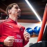 Zlatan realizando las pruebas físicas con el Milan.