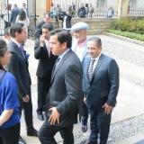 Militantes de algunos partidos políticos previos a la reunión con el presidente Duque.