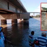 Familiares buscan el joven Deivi Jesús Gómez Cuentas (en el recuadro) en inmediaciones del Puente Pumarejo.