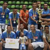 El equipo de Asesórate FC con el título en la élite.