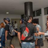 Un grupo de estudiantes ingresa a la Sala de Juntas de la Gobernación para iniciar la mesa técnica.