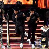 Aerosmith invitó a Run DMC al escenario para interpretar 'Walk This Way', su éxito de 1986.