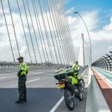 Policías de Tránsito en  el nuevo puente.