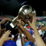 Trofeo de la Serie del Caribe levantado el viernes por el equipo Toros del Este, de República Dominicana.